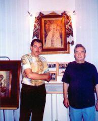 Народний артист України Анатолій Матвійчук з Анатолієм Покотюком під час відвідин музею